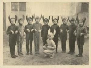 Sehr altes Bild aus der ersten Klasse (ich bin der Dritte von rechts)