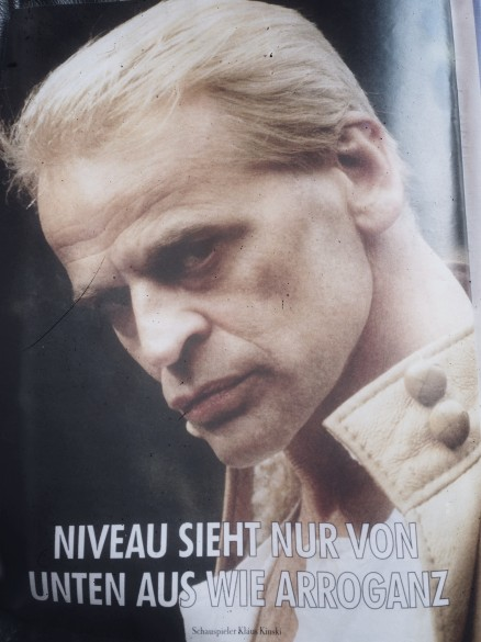 Kinski über Niveau